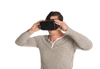 Mann mit 3D VR Cyberbrille 3