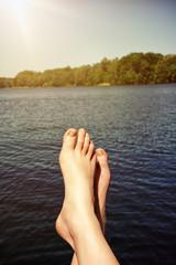 Füße entspannen am See