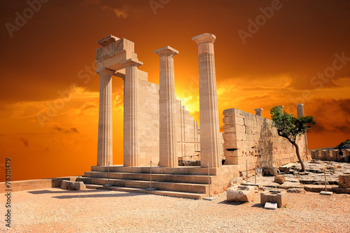 Staande foto Athene Ruins of ancient temple