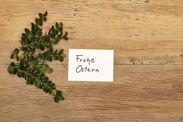 Karte, Frohe Ostern, Zweige auf Holz