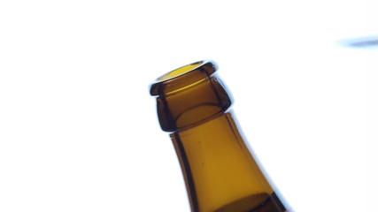 Bierflasche wird geöffnet