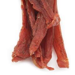 carne secca salata_ sfondo bianco
