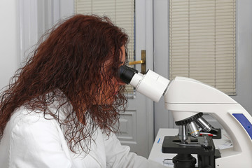 Microscopy technician