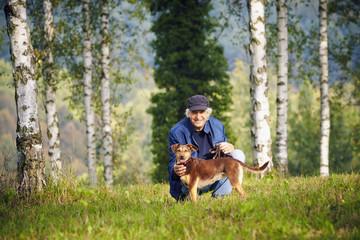 Mann Hund Birkenbäume