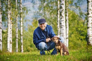 Mann Hund Bäume Wiese