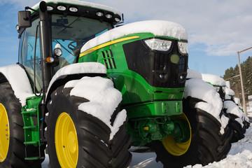Traktoren im Schnee