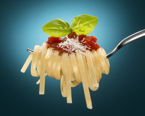 fork with spaghetti and tomato sauce