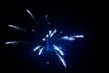 Silvester, Feuerwerk, Jahreswechsel, blaue Rakete
