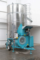 Mobile cereal dryer