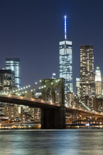 O horizonte de Nova Iorque w Brooklyn Bridge