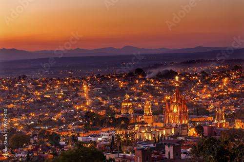 Fotobehang Mexico San Miguel de Allende Mexico Miramar Overlook Sunset Parroquia