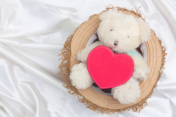 mini bear and red heart on white cotton in het