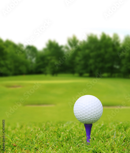 Papiers peints Golf Golf ball on course