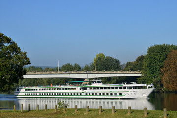 Ile de France, picturesque city of  Meulan