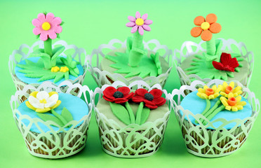 sweet spring flowers muffin cakes