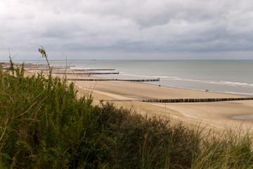 Strand, Dünen, Buhnen, niederländische Nordseeküste