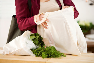 Reusable: Removing Food From Reusable Fabric Bags