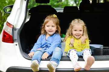 toddler girls  in the car