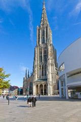 Ulmer Münster mit Marktplatz und Stadtinfo