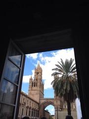 una finestra sulla cattedrale di palermo