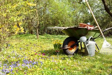 Gartengeräte - Gartenarbeit im Frühling