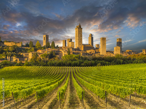 Papiers peints Fortification Vineyards of San Gimignano, Tuscany, Italy