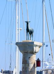 Column with a statue of a deer at the entrance to the port of Ma