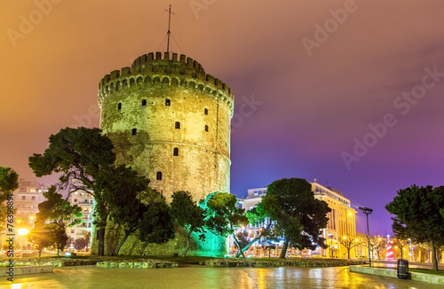 canvas print picture White Tower of Thessaloniki in Greece at night