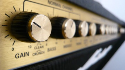 Les potards sur l'ampli guitare