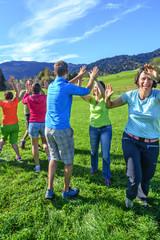 gemeinsame Freude beim Teambuilding