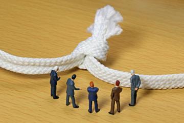 結び目とビジネスチーム