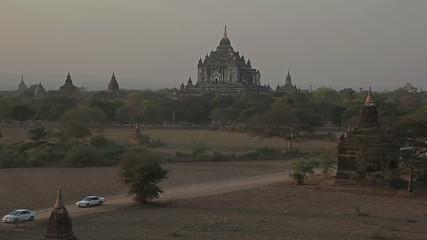 Thatbyinnyu pagoda in sunset, Bagan