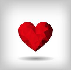 Corazón rojo con volumen de triángulos.