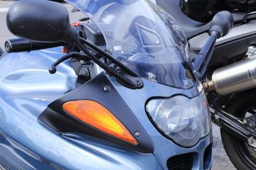 particolare di moto sportiva cruscotto