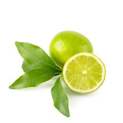 Limette - ganze Frucht, halbe Frucht und Zweig