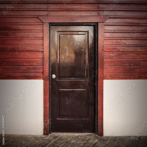 Foto op Plexiglas Wand Old wooden door in white and red rural facade