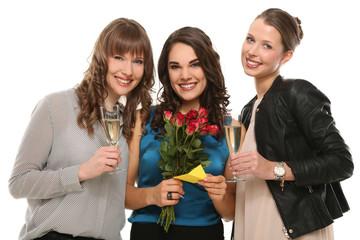 Freundinnen mit Blumenstrauß