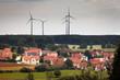 Übergroße Windräder Siedlung Neubau Abstand Konzept - 76435848