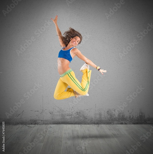 Staande foto Fitness Dancer jumps