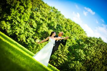 Brautpaar Hochzeit blauer Himmel