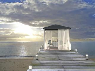 Pavillon am Meer bei Sonnenuntergang