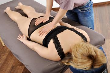 Patient bei Osteopathie Behandlung