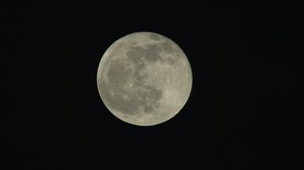 luna nel cielo notturno