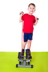 Junge macht Sport