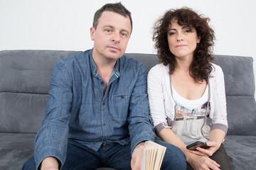 Portrait d'un homme et d'une femme sur un sofa