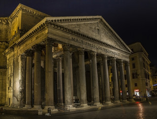 pantheon by night in rome