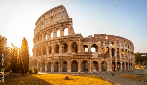 Poster Artistiek mon. Colosseum at sunrise, Rome