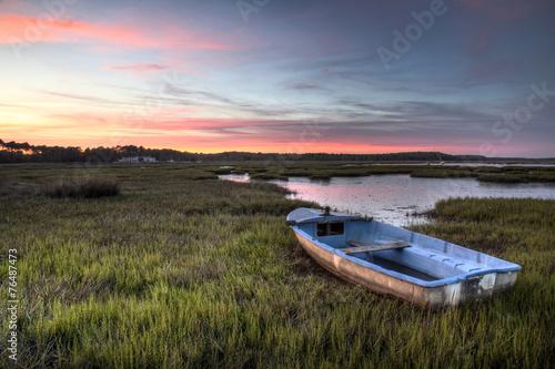 canvas print picture Barque de pêcheur à marée basse