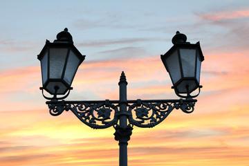 Laterne im Abendlicht