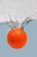 Mandarynka w wodzie